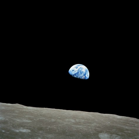 1200px-NASA-Apollo8-Dec24-Earthrise