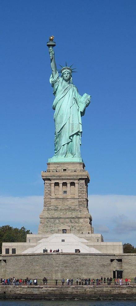 440px-Lady_Liberty_under_a_blue_sky_(cropped)